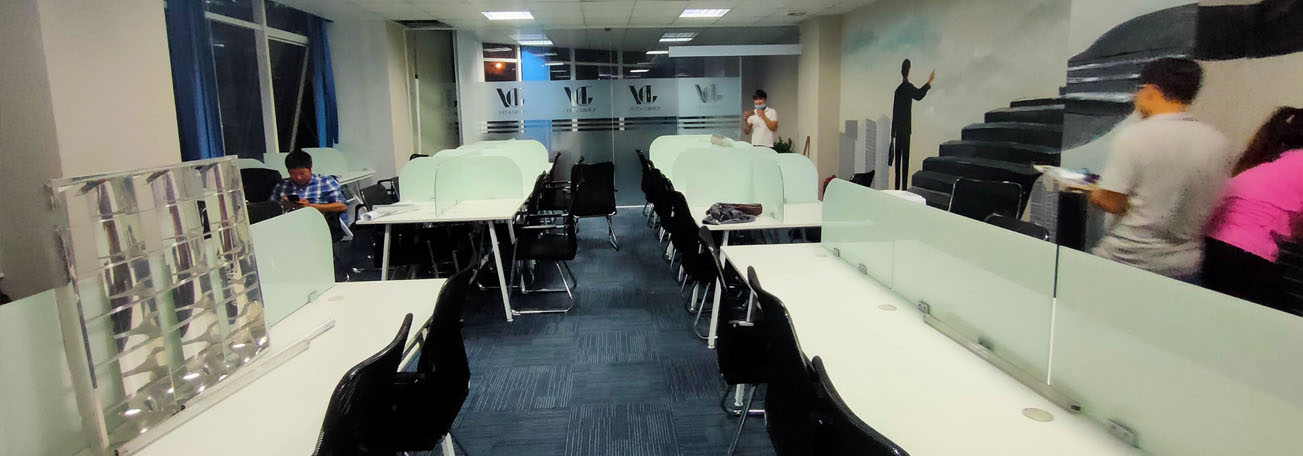 Vách Ngăn văn phòng sử dụng kính dán 8.38 kết hợp kẹp 304