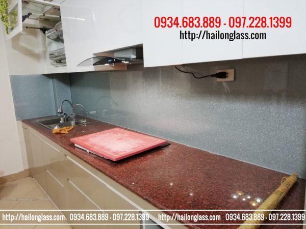 Báo Gía Kính ốp bếp màu Nhũ Ánh Bạc 04