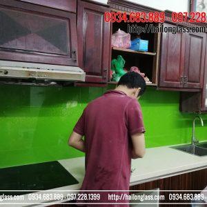 Kính Ốp Bếp Màu Xanh Non Kim Sa