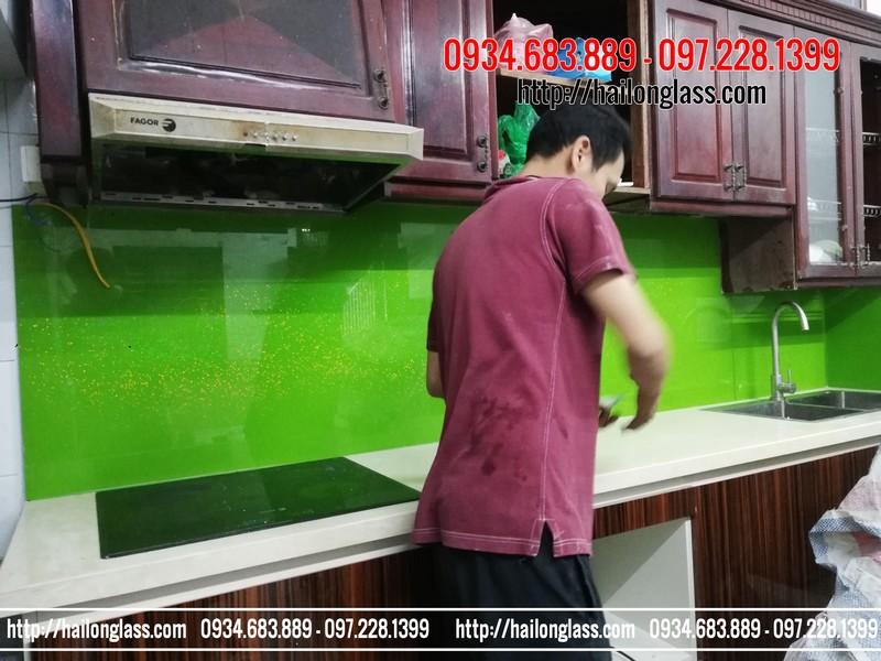 Kính ốp tường bếp sự lựa chọn tốt nhất cho không gian bếp