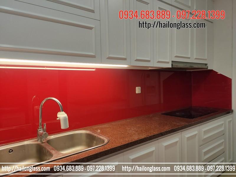 Thi Công Kính Bếp Giá Rẻ Hà Nội Màu Đỏ tươi tại R5 Royal City