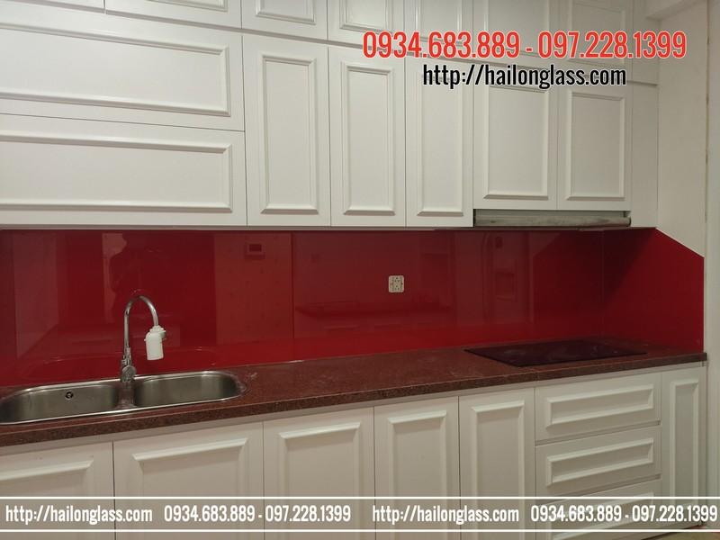 Báo giá kính ốp bếp màu đỏ tươi tại R5 Royal City