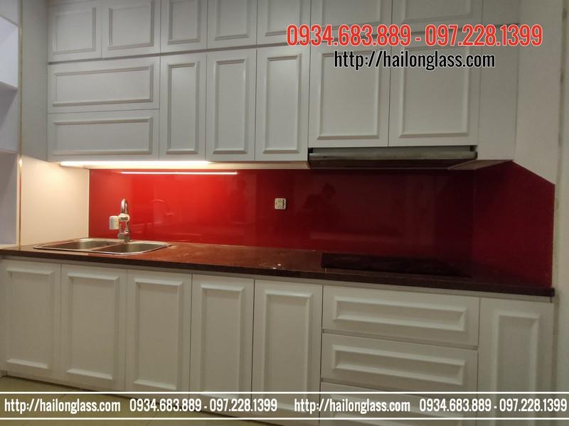Kính cường lực sơn màu đỏ tươi lắp đặt tại R5 - Royal City