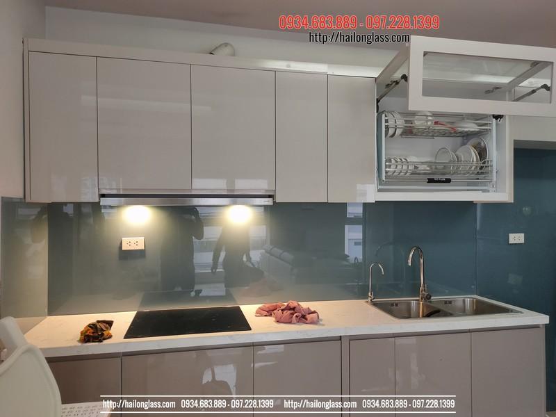Thi công kính màu ốp bếp ghi TGC tại chung cư Vườn Đào - Cầu Nhật Tân