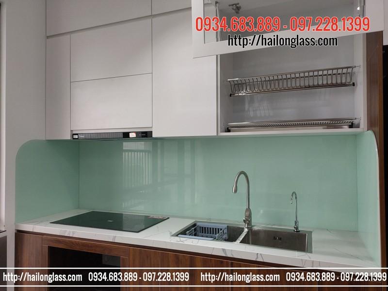 Kính ốp bếp màu trắng xanh lắp đặt tại CT1A - Trần Hữu Dực