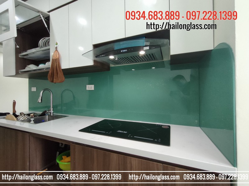 Báo giá kính ốp bếp màu xanh ngọc kim sa tại CC Thái Hà