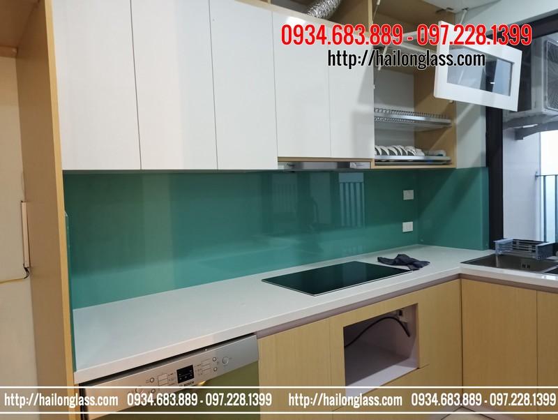 Lắp đặt kính ốp bếp màu xanh ngọc tại T19 Kiến Hưng - Hà Đông
