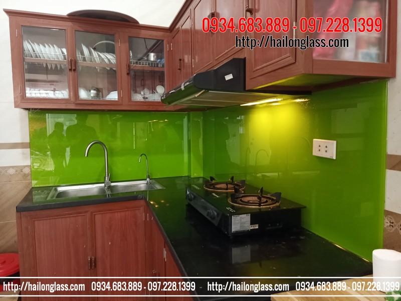 Thi công kính sơn màu ốp bếp màu xanh non kim sa tạo Phú Lương