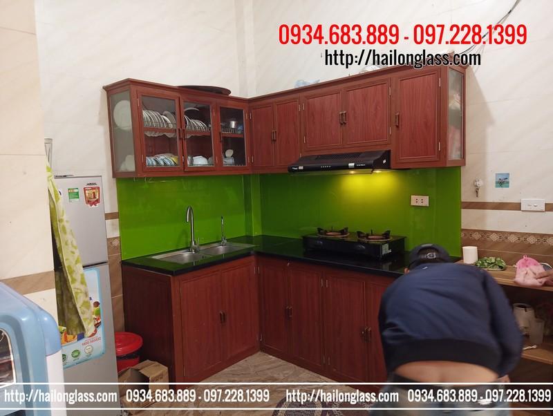 Thi công kính màu ốp bếp xanh non kim sa tại Thượng Mạo - Hà Đông