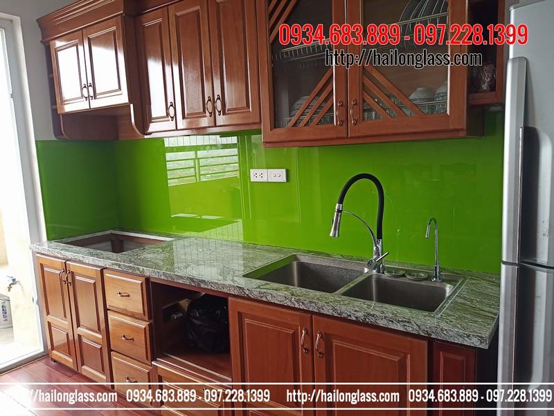Thi công kính ốp bếp màu xanh non tại chung cư 607 Trương Định - Hoàng Mai
