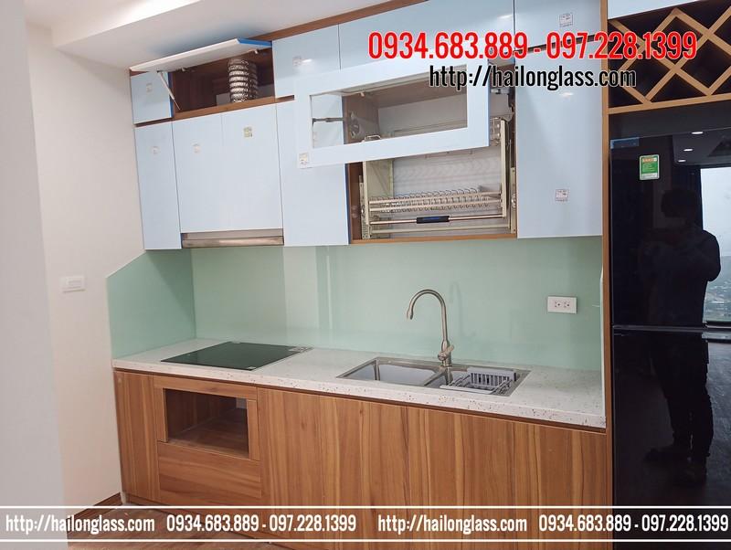 Thi công kính màu ốp bếp màu trắng xanh tại chung cư MHDI Lê Đức Thọ - Từ Liêm - Hà Nội