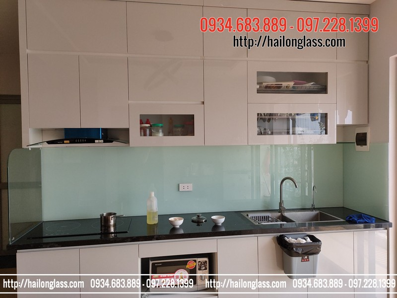 Kính Ốp Bếp Màu Trắng Xanh - P1708 - 304 Hồ Tùng Mậu