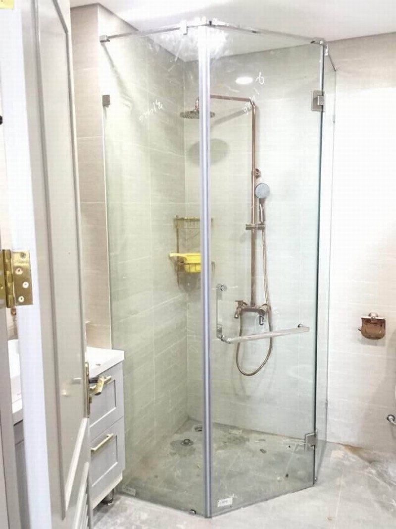 Cabin phòng tắm kính 135 độ