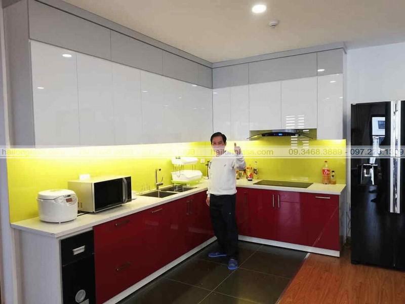 Mẫu Kính Ốp Bếp Đẹp màu vàng chanh