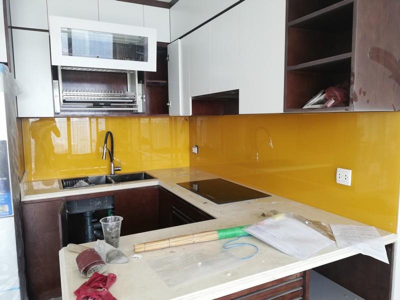 Màu kính ốp bếp đẹp tại Hà Nội