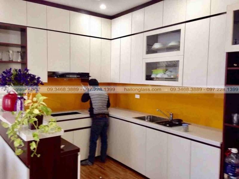 Kính bếp cường lực Hà Nội - kính ốp bếp màu vàng thư