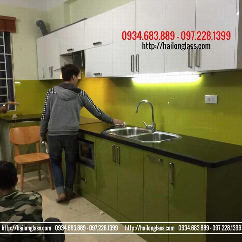 Lắp đặt Kính ốp bếp màu vàng chanh Tại Tân Mai - Hà Nội