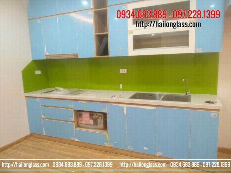 Kính ốp bếp giá rẻ màu xanh non thi công tại phố Đại Từ