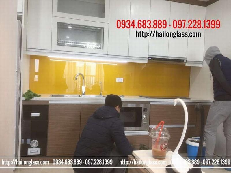 Thi Công Kính Ốp Bếp Màu Vàng Thư tại La Khê - Hà Đông - Hà Nội