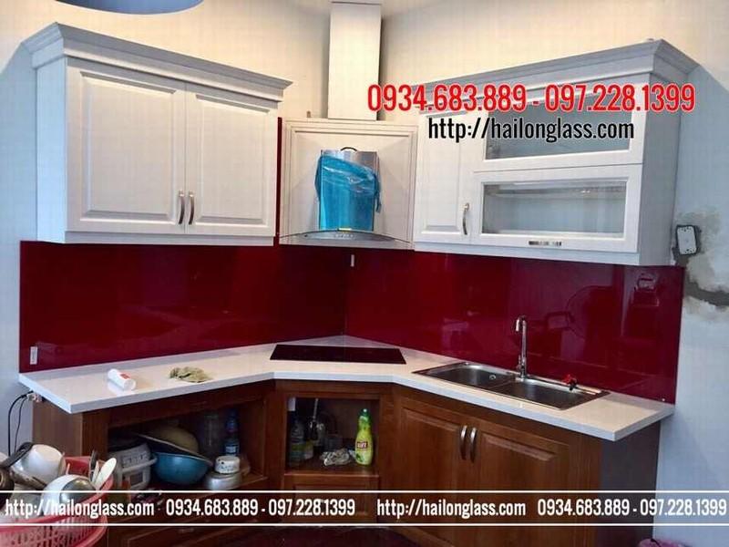 Kính ốp bếp màu đỏ ru by
