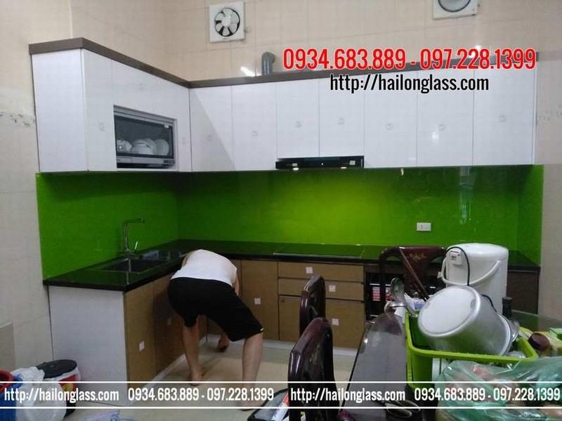 Ưu điểm của kính trang trí bếp - Kính ốp bếp màu xanh non