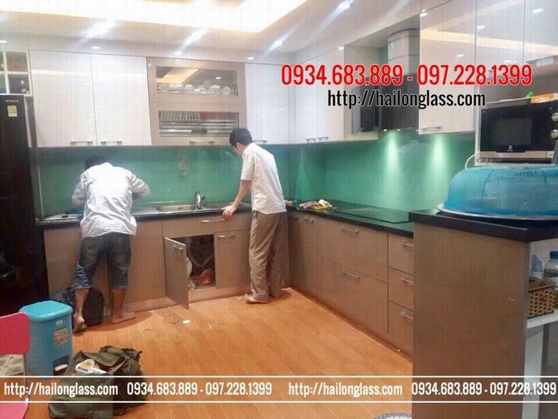 Kính ốp bếp màu xanh ngọc lắp tại LK713 Bờ Hội - Hà Đông