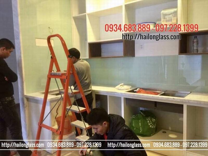 Kính Ốp Bếp Màu Trắng Xanh thi công tại Trung Kính - Trung Hòa - Cầu Giấy