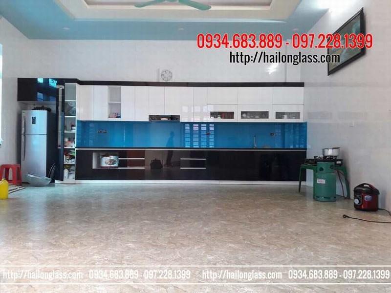 Kính Chịu Nhiệt Nhà Bếp Màu Xanh Dương lắp đặt tại Mỹ Hào - Hưng Yên