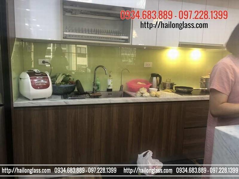 Giá Kính ốp bếp màu vàng sữa