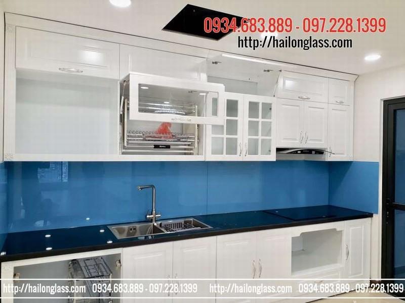 Kính cường lực ốp bếp màu xanh dương kim sa tại Hà Nội