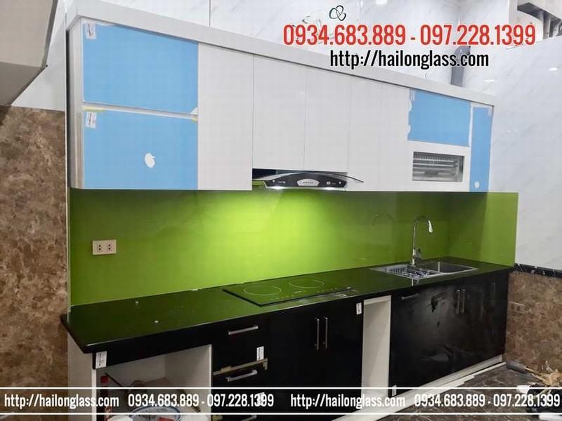 Kính màu ốp bếp giải pháp cho không gian bếp nhà bạn
