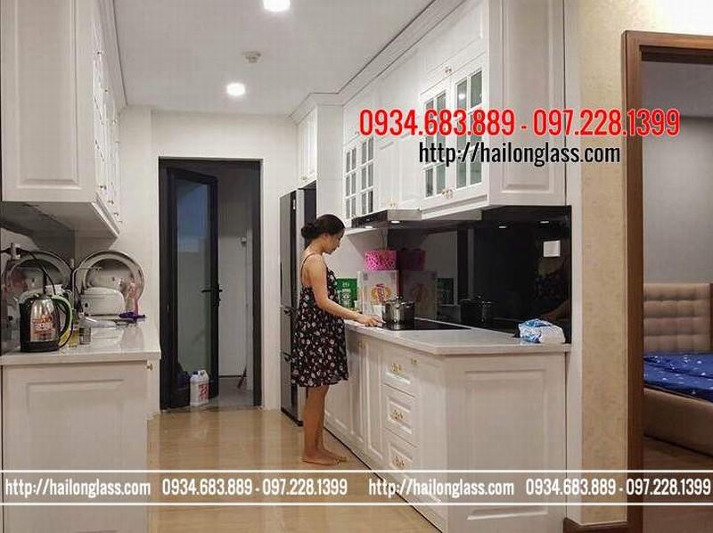 Lắp đặt kính bếp tại Hà Nội - Kính ốp bếp màu đen