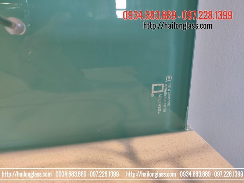 Kính ốp tường bếp màu xanh ngọc