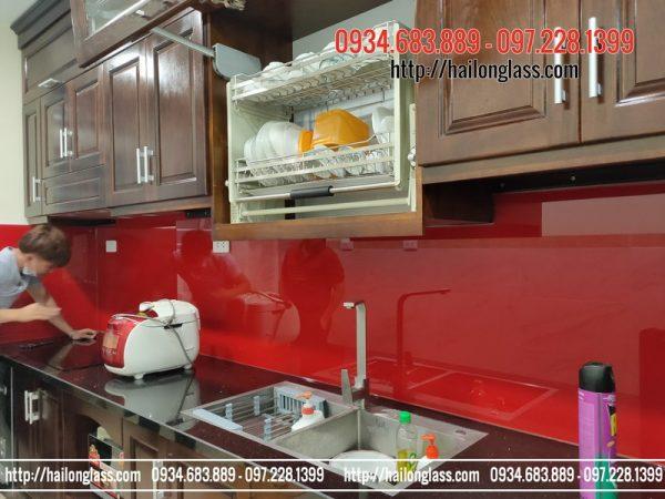 Kính màu cường lực ốp bếp màu Đỏ Tươi