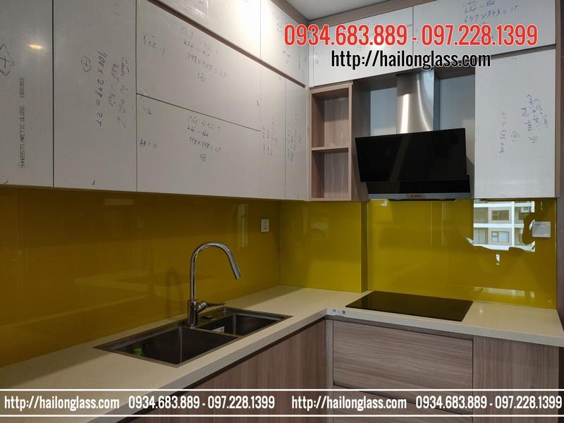 Kính sơn màu ốp bếp Vàng chanh đậm