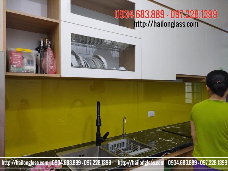 Kính ốp tường bếp Màu Vàng chanh