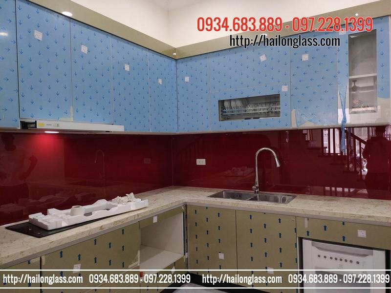 Kính màu cường lực ốp bếp màu Đỏ Ruby
