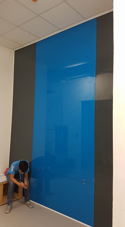 Kính trang trí màu xanh dương