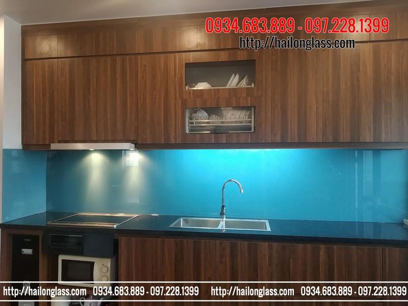 Kính sơn màu ốp bếp xanh lơ Hải Long