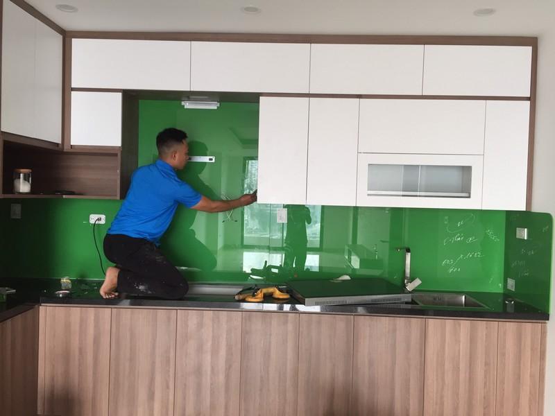 Kính ốp bếp màu xanh Cốm Hải Long